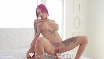 Muscled girl cums inside Anna Bell Peaks