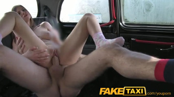 London taxi driver convinces a young tourist to digging in the ass